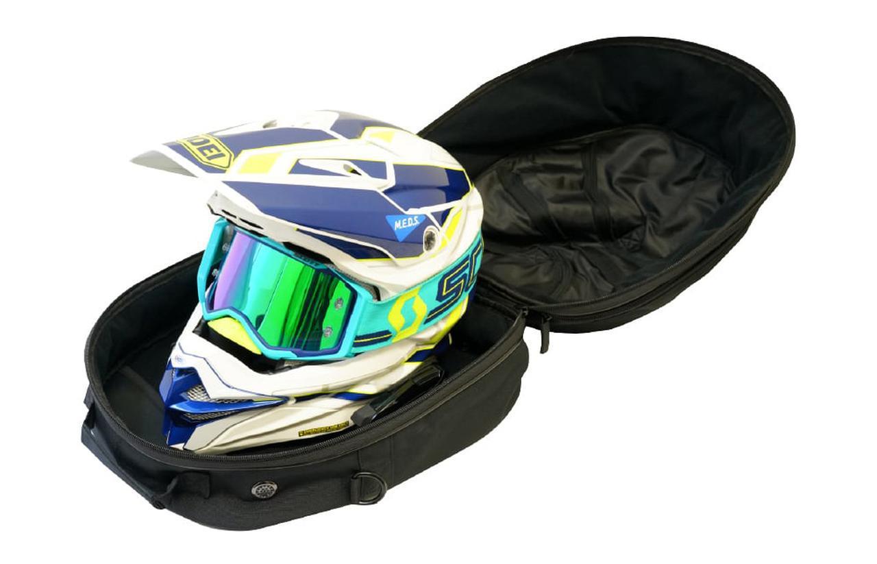 画像: オフロードタイプのヘルメットもモノによっては入ります。