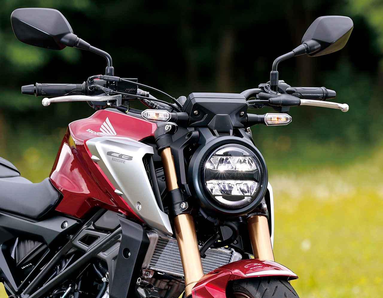 画像: ラウンドシェイプのガイドを配したLEDヘッドライトは薄型で、マスの集中化も狙う。