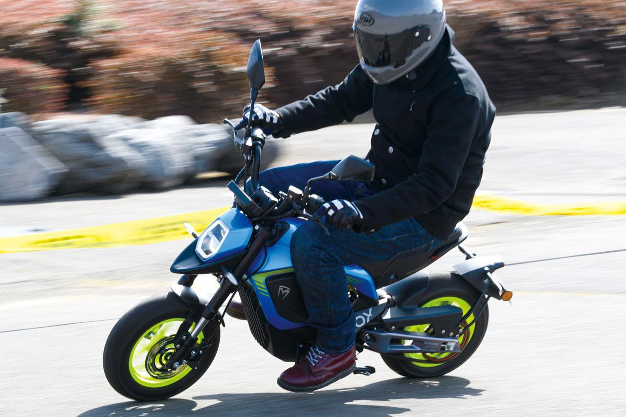 """画像: 電動バイクは日本でも""""アシ""""になるのか? 5台の海外製モデルを乗り比べてみた - webオートバイ"""