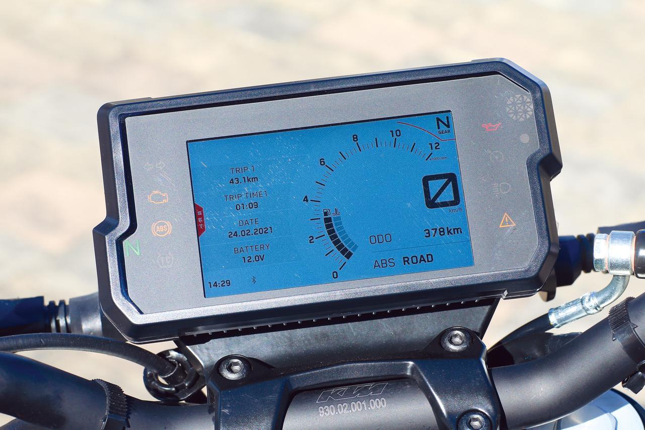 画像: TFT液晶の多機能フルカラーメーターを採用。Bluetoothでスマホとの接続も可能。