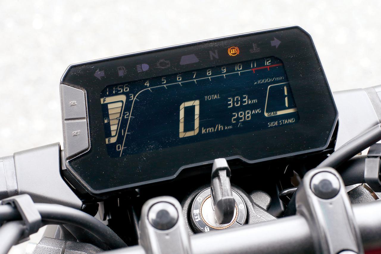 画像: フルデジタル表示の反転液晶メーターにはシフトインジケーターなど多くの機能を搭載。