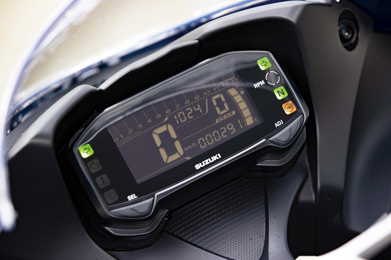 画像: 反転液晶タイプのフルデジタルメーターを採用。ギヤポジションやシフトアップインジケーターを装備する多機能タイプ。