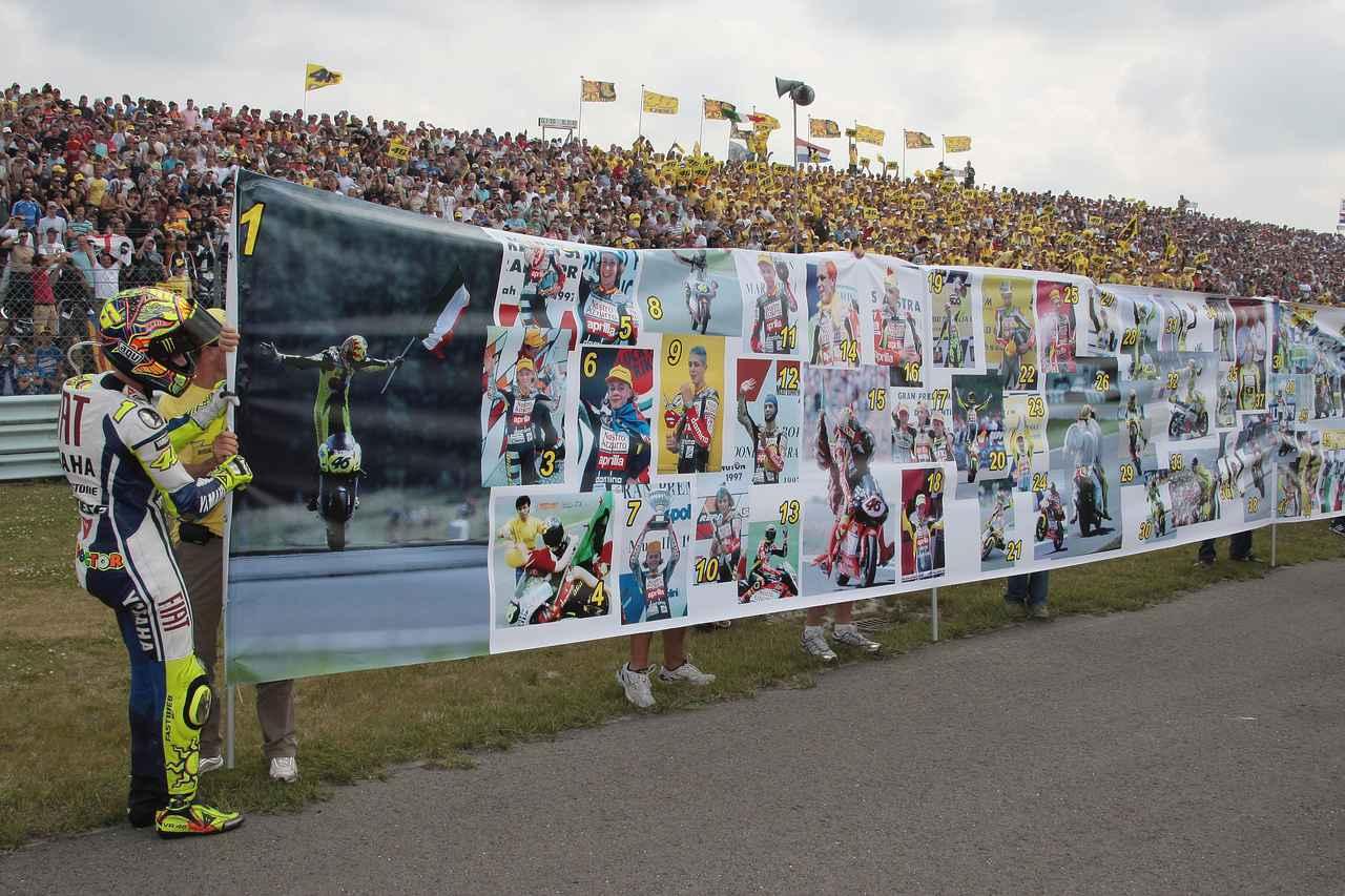 画像: 100勝記念は2009年のアッセンで これもウィニングラン最中の個人的セレモニーです