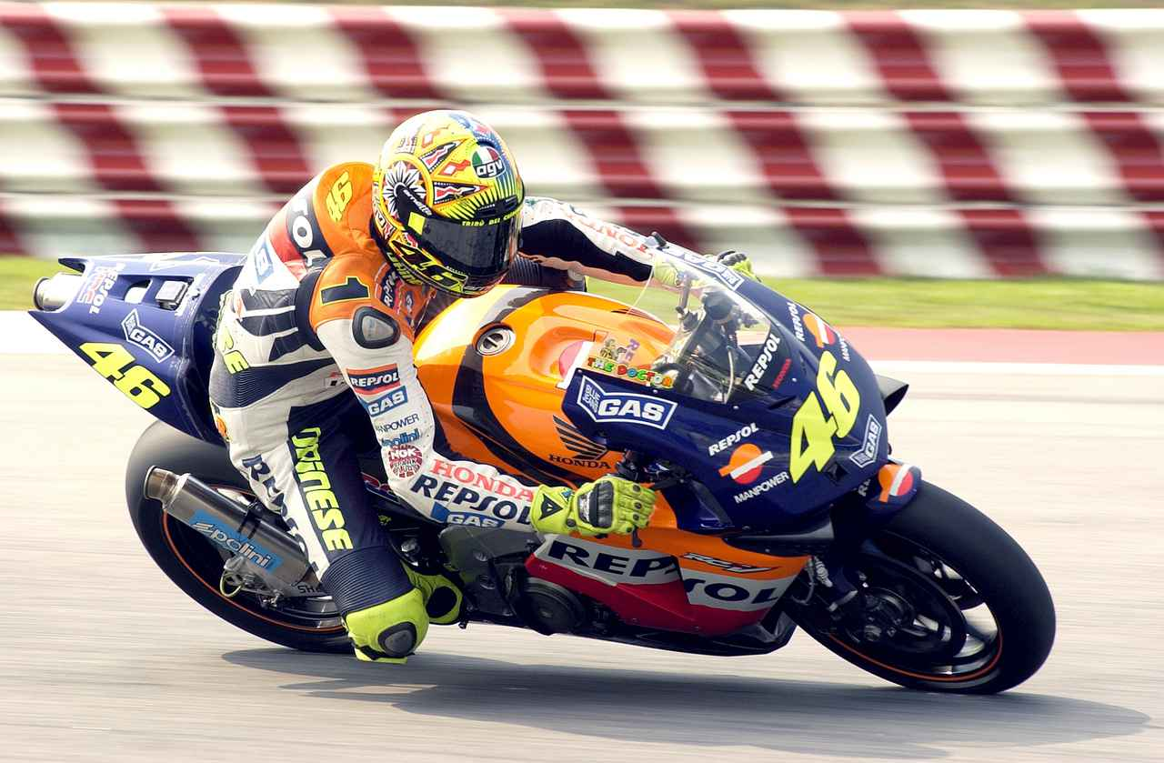画像: 2002年、初代MotoGPチャンピオンとなったロッシ この2002年、無敵のシーズンだった