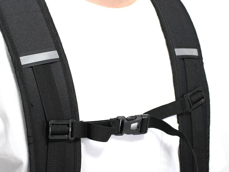 画像: ショルダーベルトにチェストストラップを装備。リュックの揺れを抑え、体編の負担を減らします。