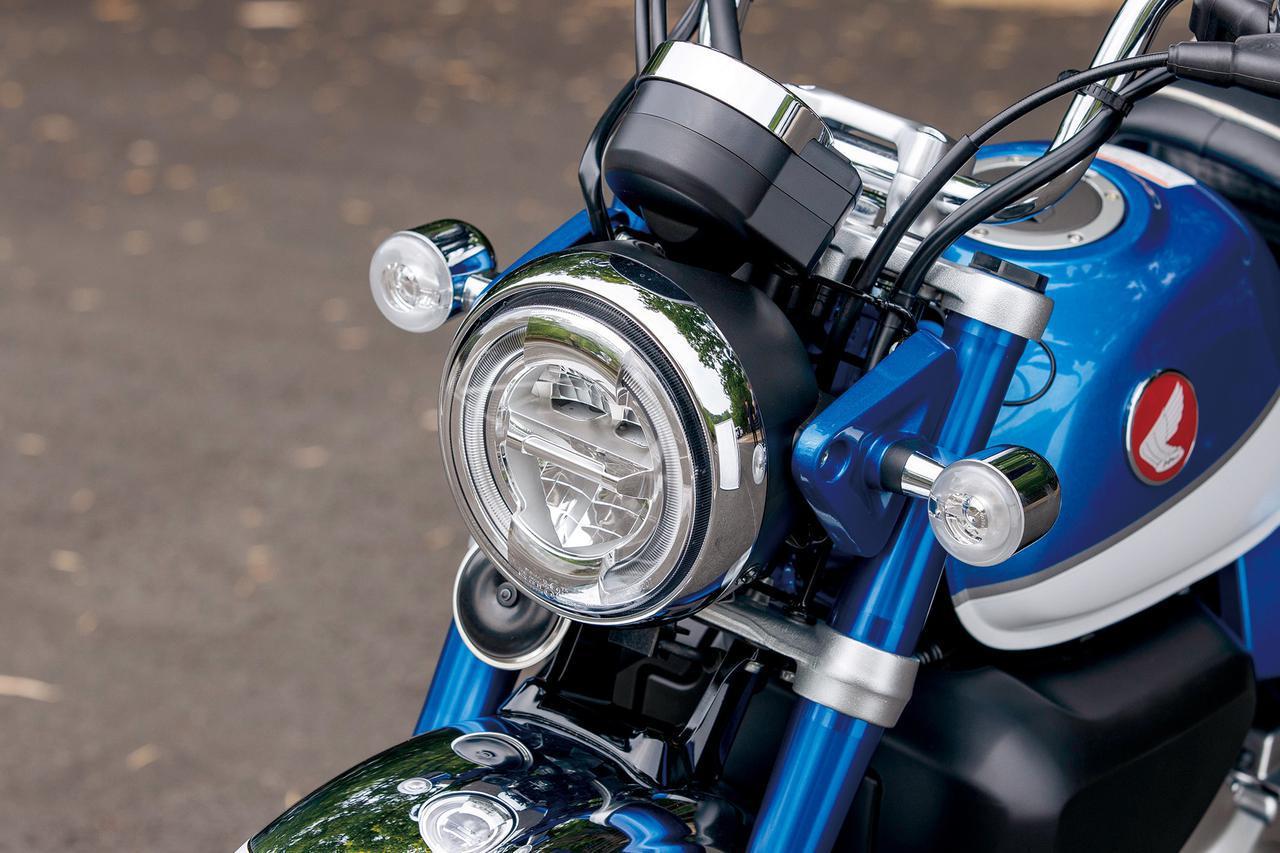 画像: 愛くるしいモンキーの印象を継承するヘッドライトまわり。灯火類はすべてLEDが採用されている。
