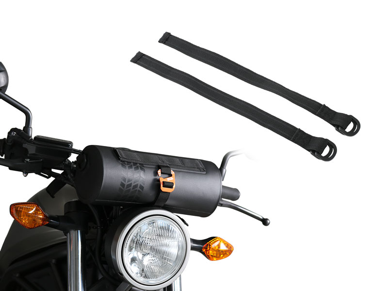 画像: ヘッドライト下やハンドルまわりに取り付けられるダブルリングベルト。ラバーが織り込まれていて、バッグをしっかりと固定します。