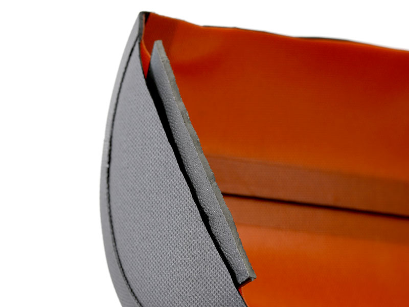 画像: PEボードをバッグの両面に内臓。工具の重量によるバッグの変形を防ぎます。