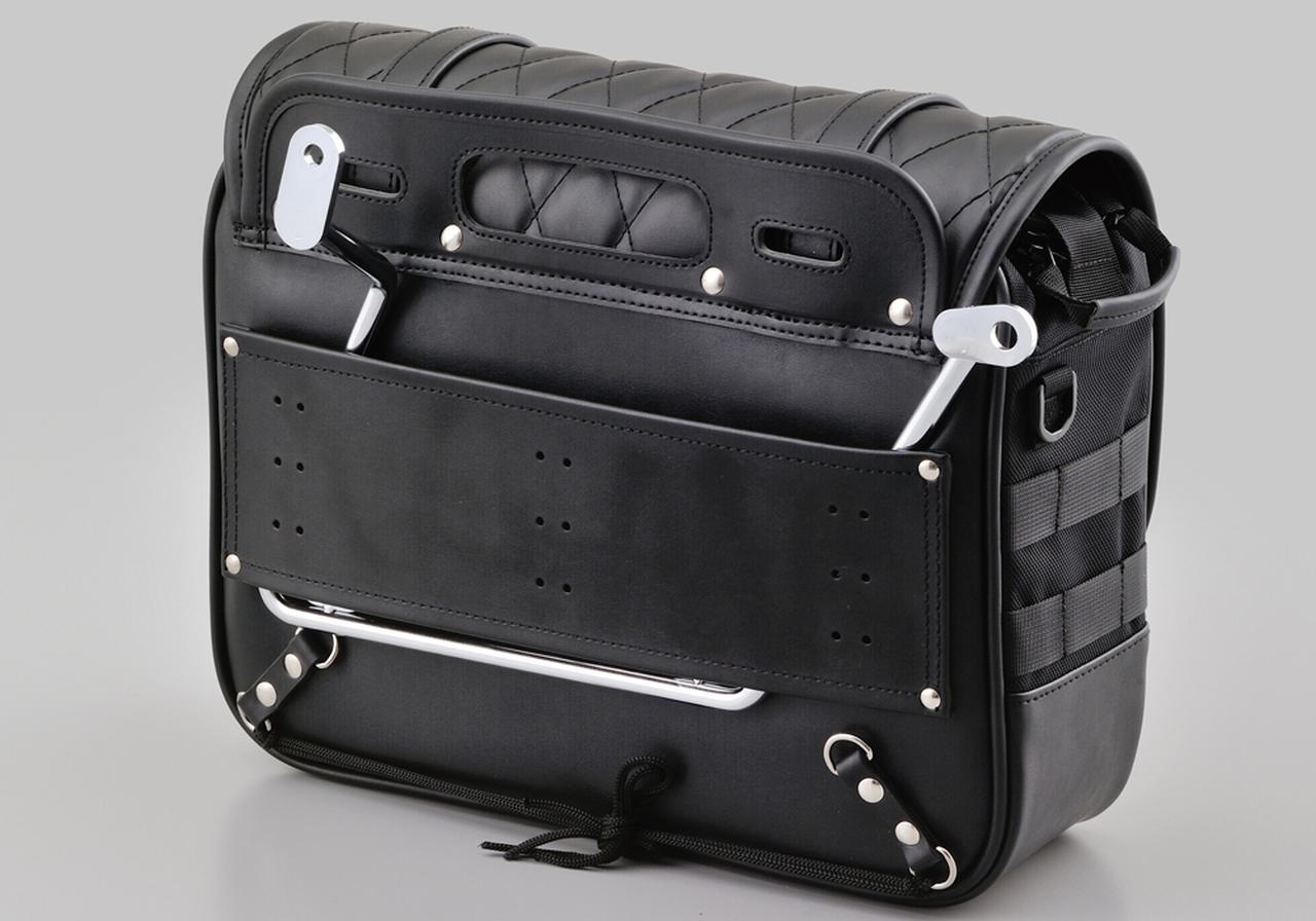 画像: バッグサポートを差し込むことで走行中のバイクとのズレを抑え、バッグをしっかり固定します。 ※バッグサポートは付属しません。