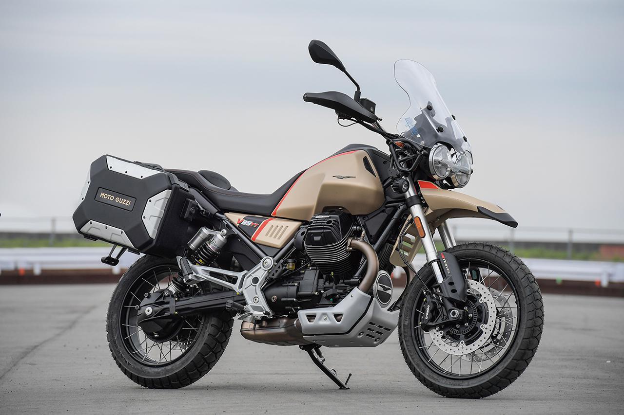 画像: MOTO GUZZI V85TT TRAVEL 総排気量:853cc エンジン形式:空冷4ストOHV2バルブV型2気筒 最高出力:59kW(80HP)/7750rpm 最大トルク:80N・m(8.15kg-m)/5000rpm シート高:830mm 車両重量:210kg(乾燥・サイドパニアを除く) 税込価格:159万5000円