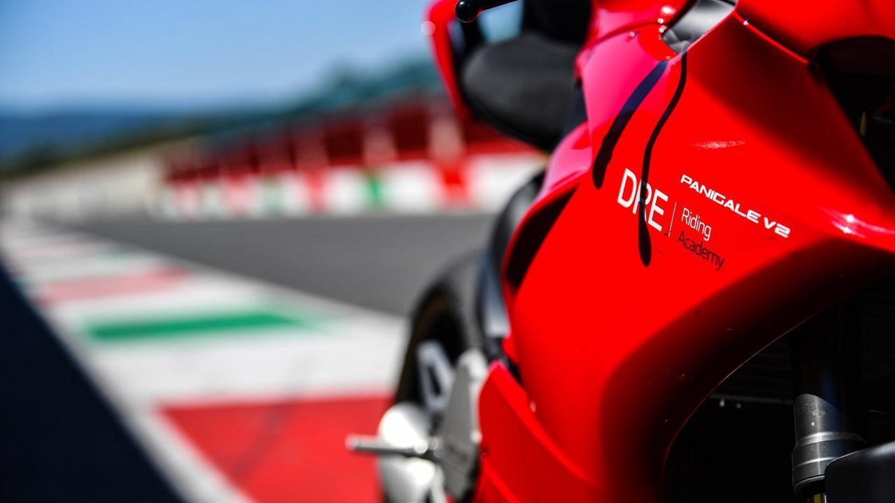 Images : 6番目の画像 - 【写真7枚】ドゥカティ「DRE レーストラック・アカデミー」 - webオートバイ