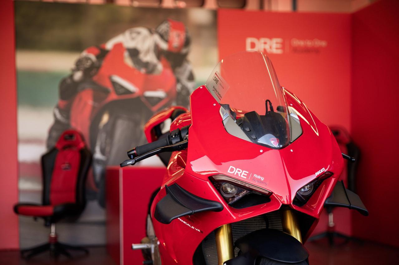 Images : 4番目の画像 - 【写真7枚】ドゥカティ「DRE レーストラック・アカデミー」 - webオートバイ