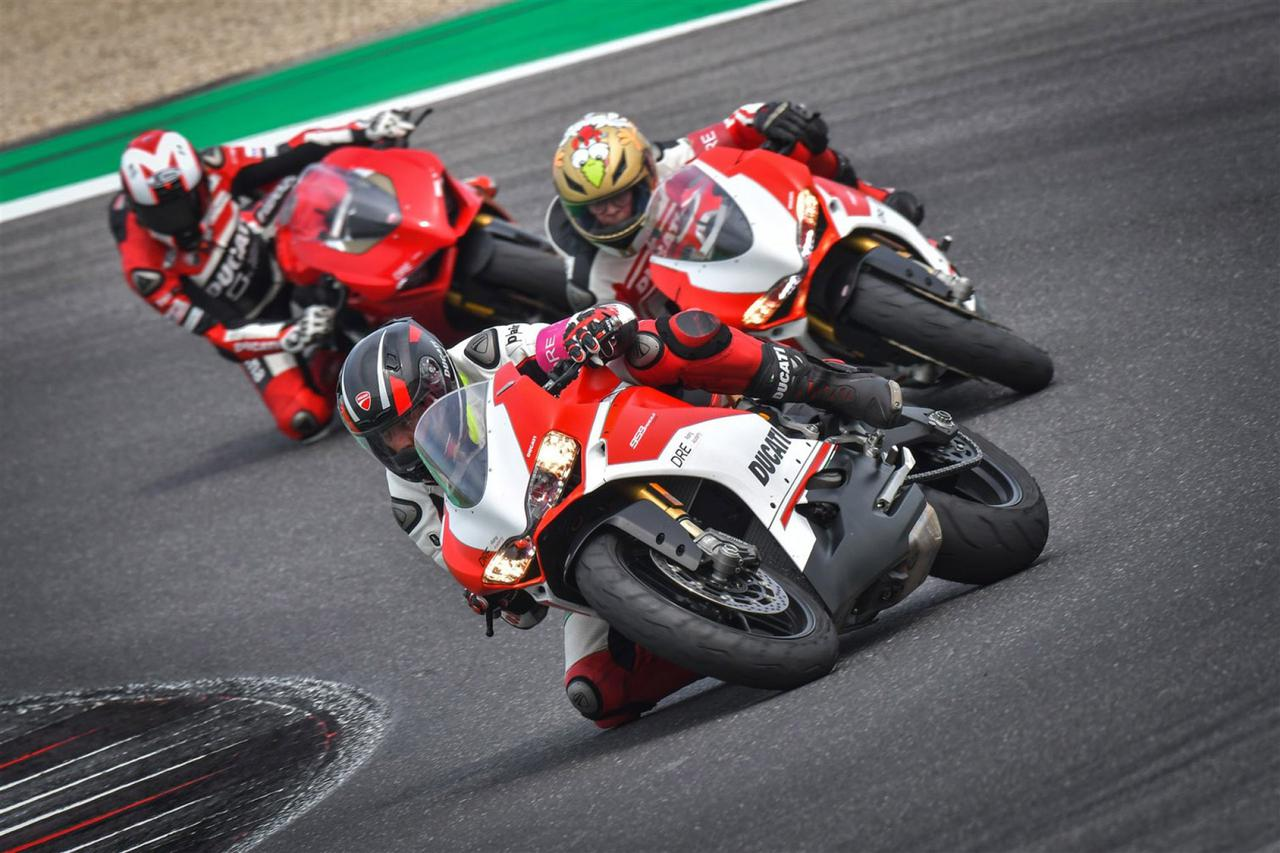 Images : 1番目の画像 - 【写真7枚】ドゥカティ「DRE レーストラック・アカデミー」 - webオートバイ