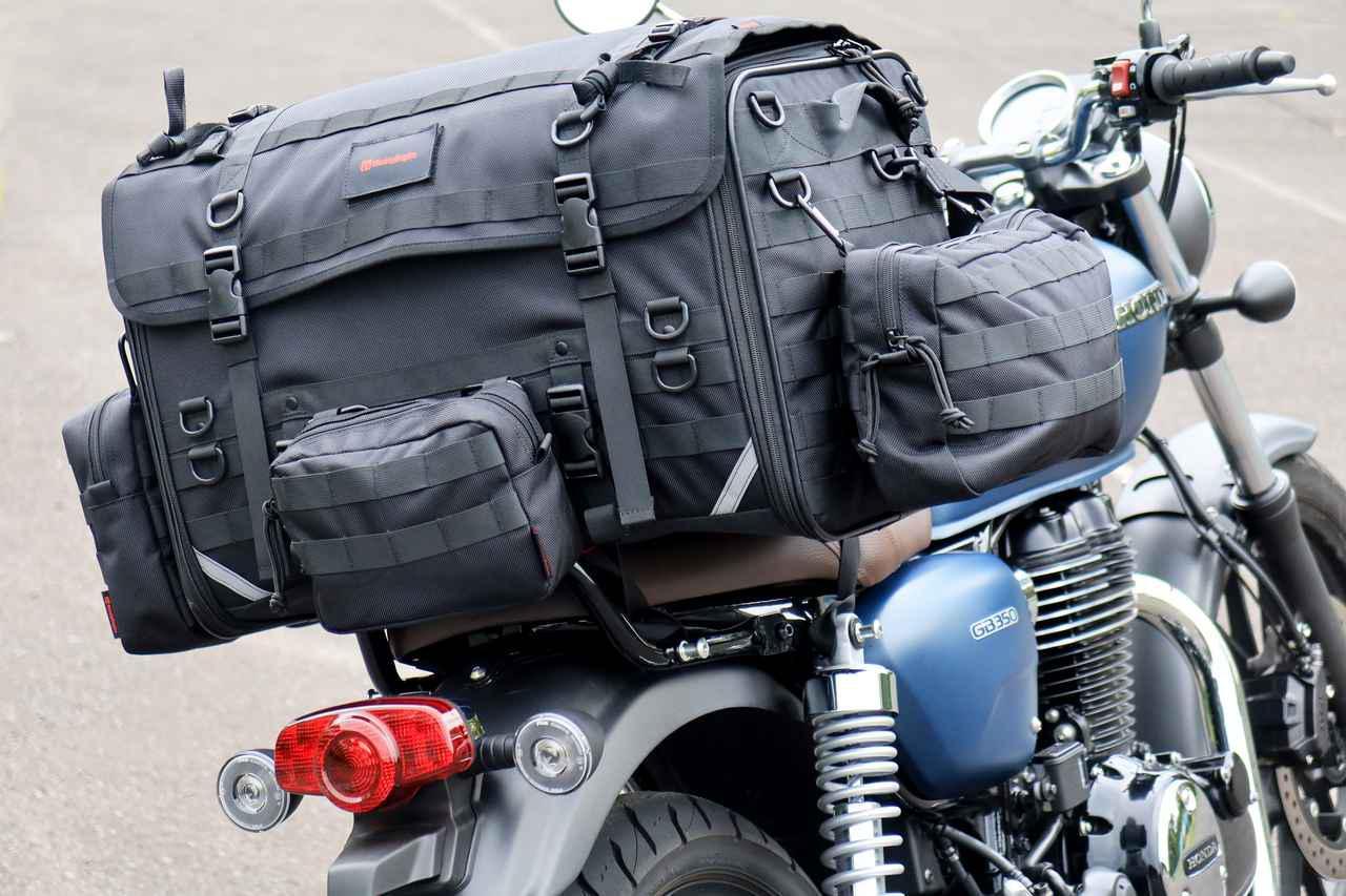 画像: ▲積載したバッグはヘンリービギンズの「キャンプシートバッグ システム」。
