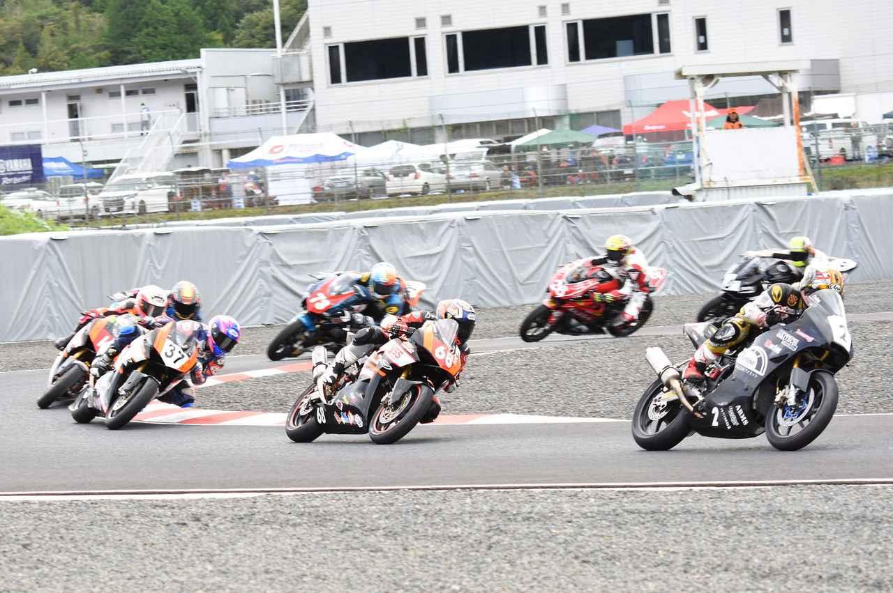 画像: スタートシーン 心配された事故もなくクリアスタート、の全日本選手権初使用の2コーナーシケイン