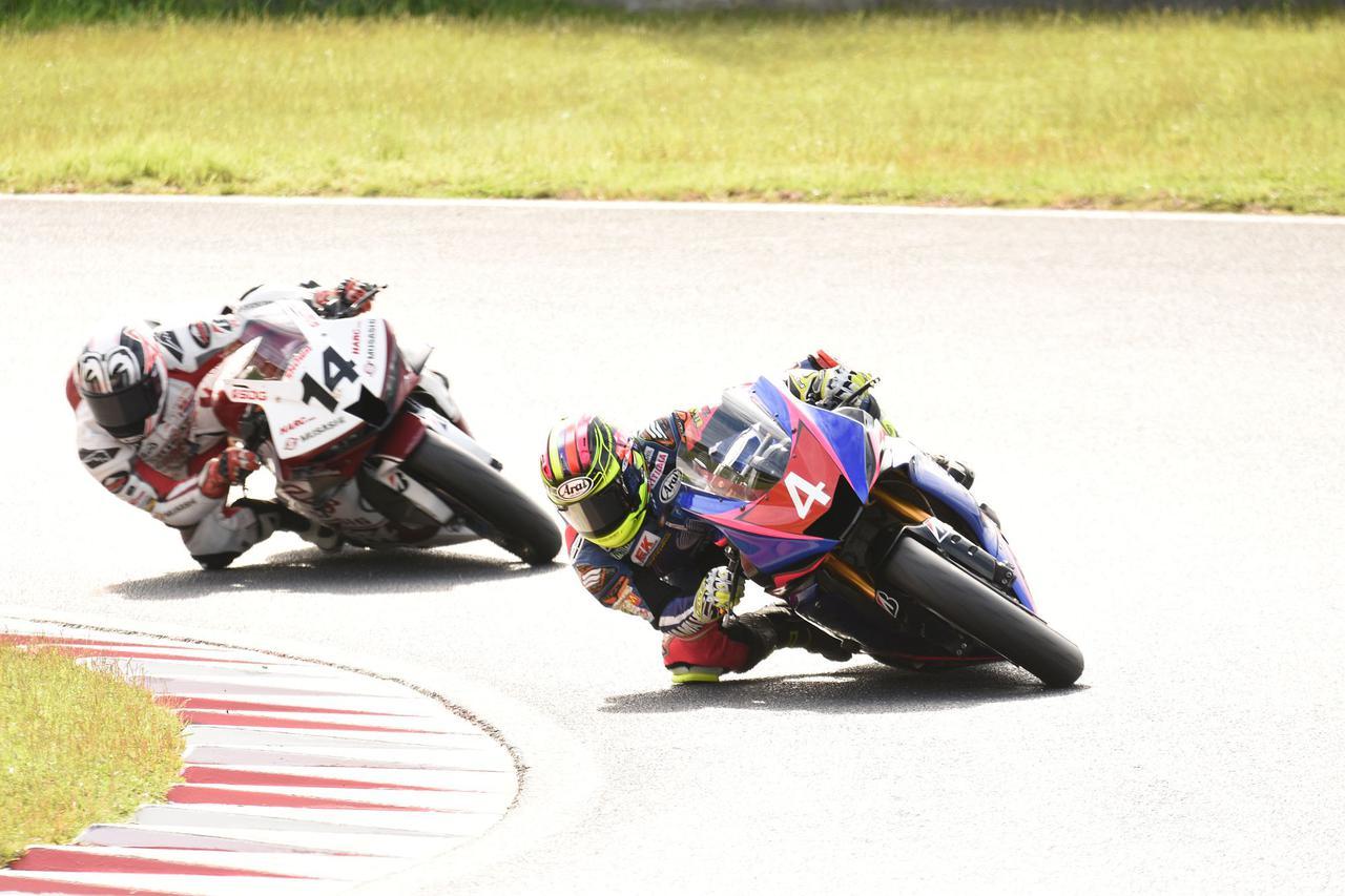 画像: レース中盤あたりまでは#14埜口を抑えていた#4長尾でしたが……