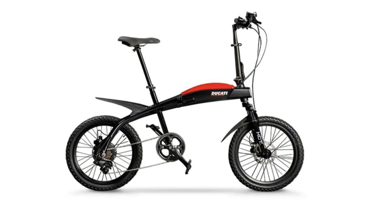 画像: ドゥカティの電動フォールディングバイクであるアーバン-Eは、378Whのバッテリーを搭載し、最大70kmの航続距離を誇ります。フレーム素材はアルミ合金です。 www.italdesign.it