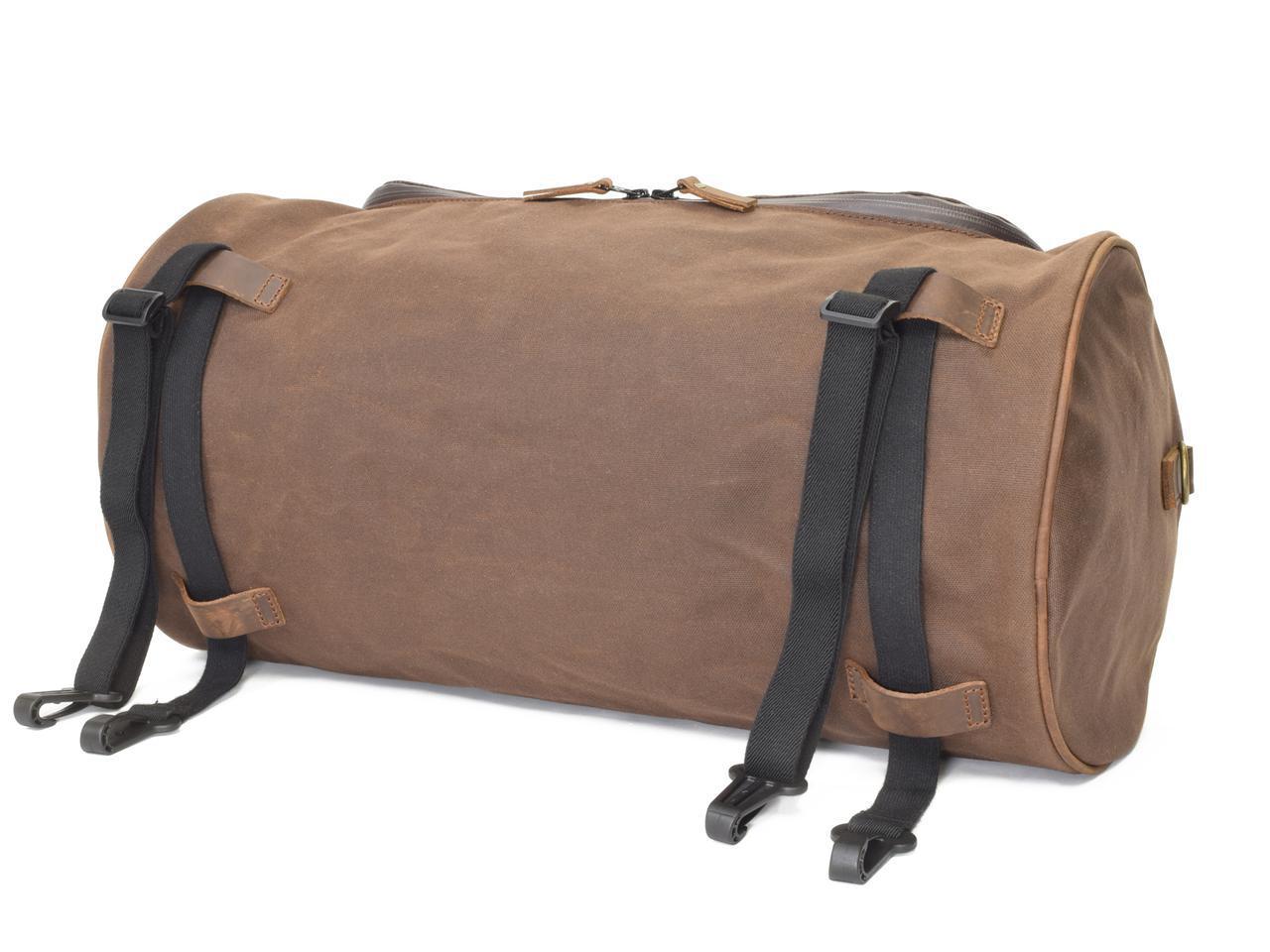 画像: バッグ上部(写真上)と底面(写真下)に用意されたベルトループにより、積載の際にバッグをしっかりと固定できます。伸縮性のあるエラスティックコードが2本付属。