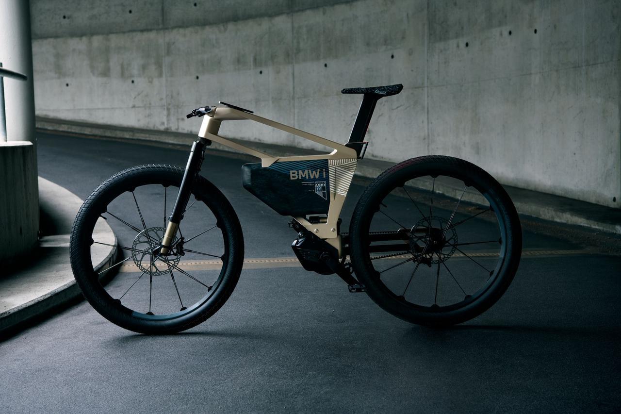 画像: iヴィジョン アンビィは自転車タイプのフロントフォークを採用。ペダルクランクがついた電動アシスト車で、駆動はベルト方式です。 www.bmw-motorrad.com