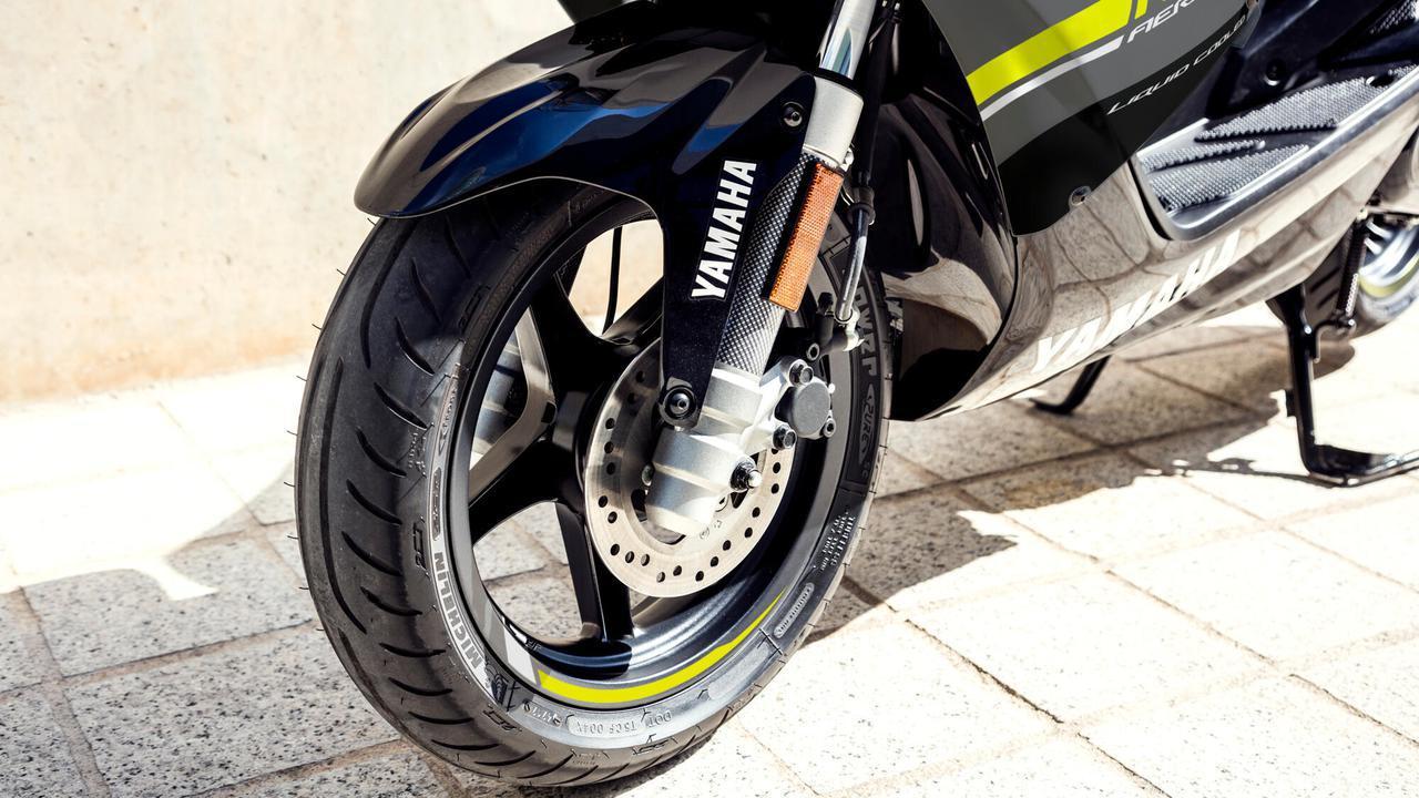 画像2: 日本ではホンダ製になったヤマハの50ccスクーター、海外ではいまも健在