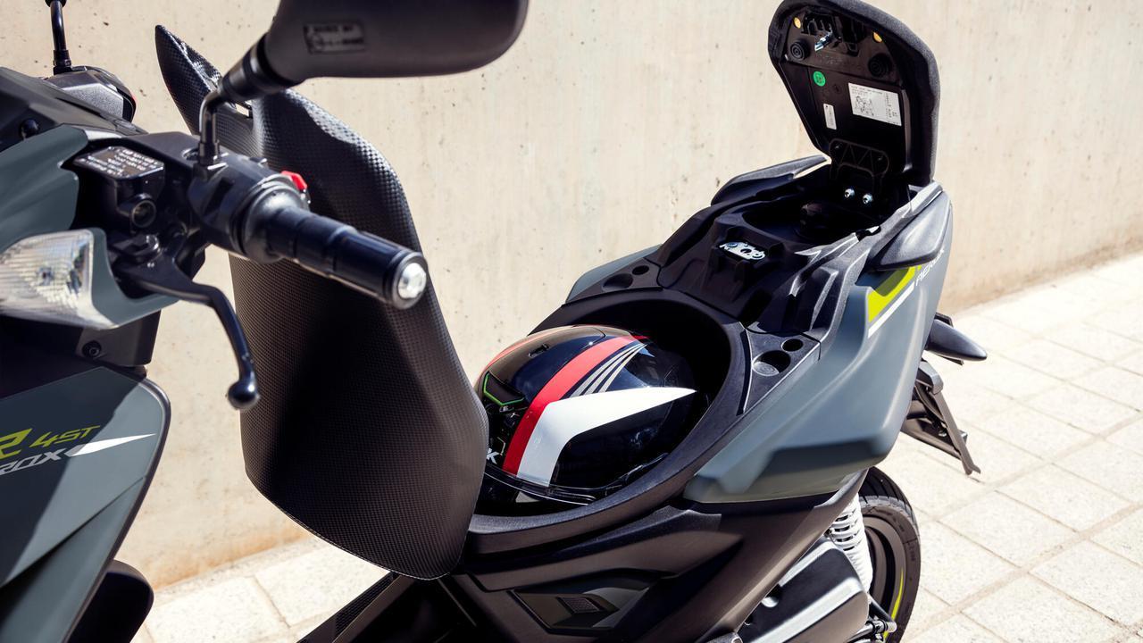 画像4: 日本ではホンダ製になったヤマハの50ccスクーター、海外ではいまも健在