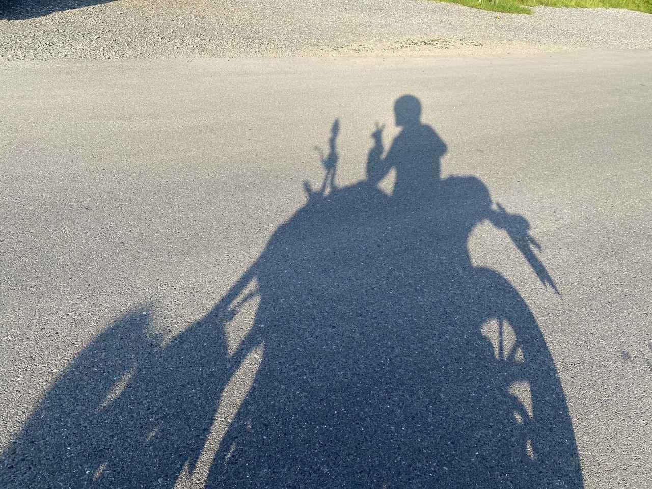 画像: 影でCB250Rと。楽しかった気持ちをピース♪