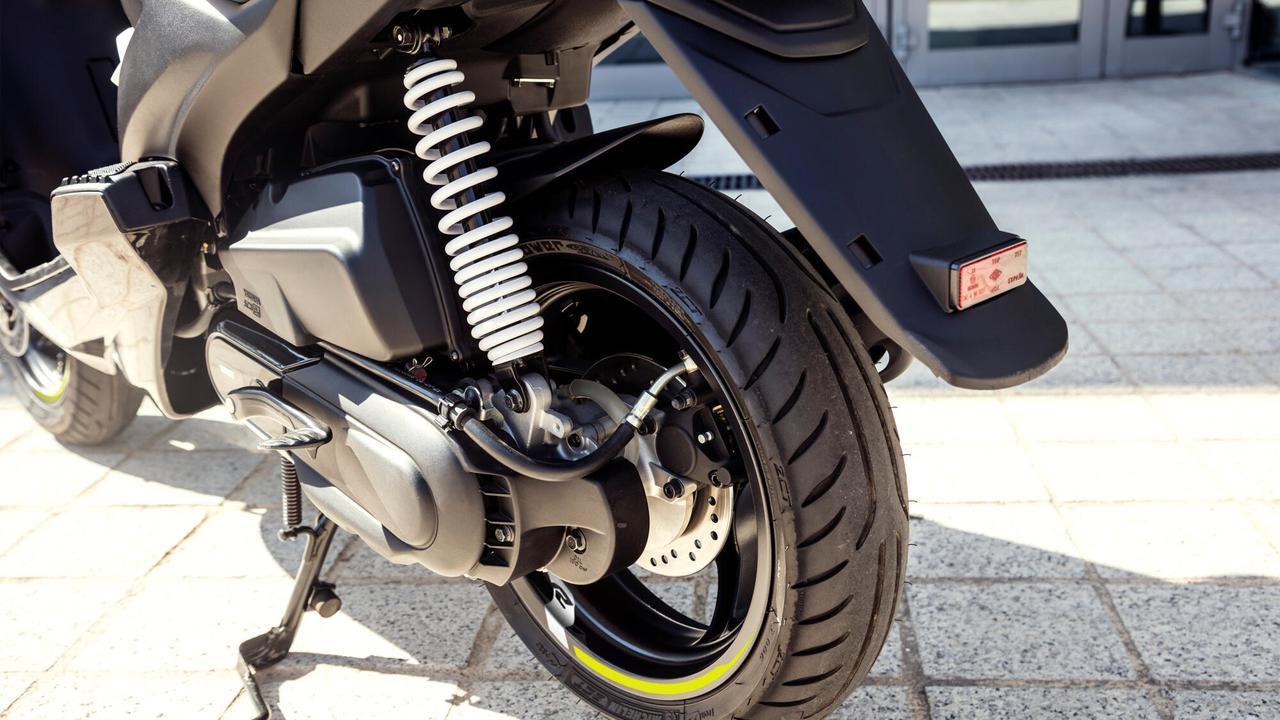 画像3: 日本ではホンダ製になったヤマハの50ccスクーター、海外ではいまも健在