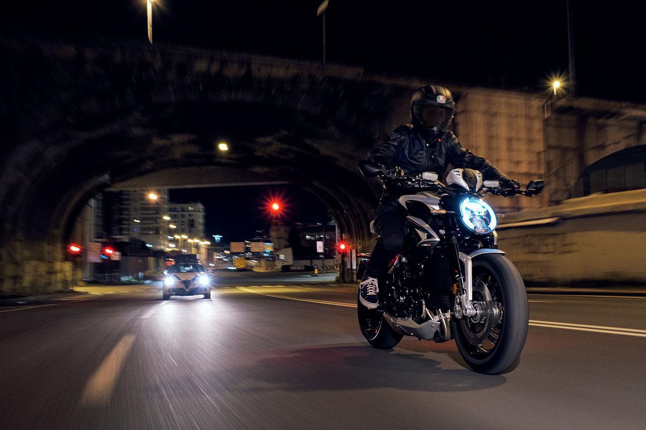 画像: MVアグスタのネイキッド「ドラッグスター」シリーズ2021年モデル情報 - webオートバイ
