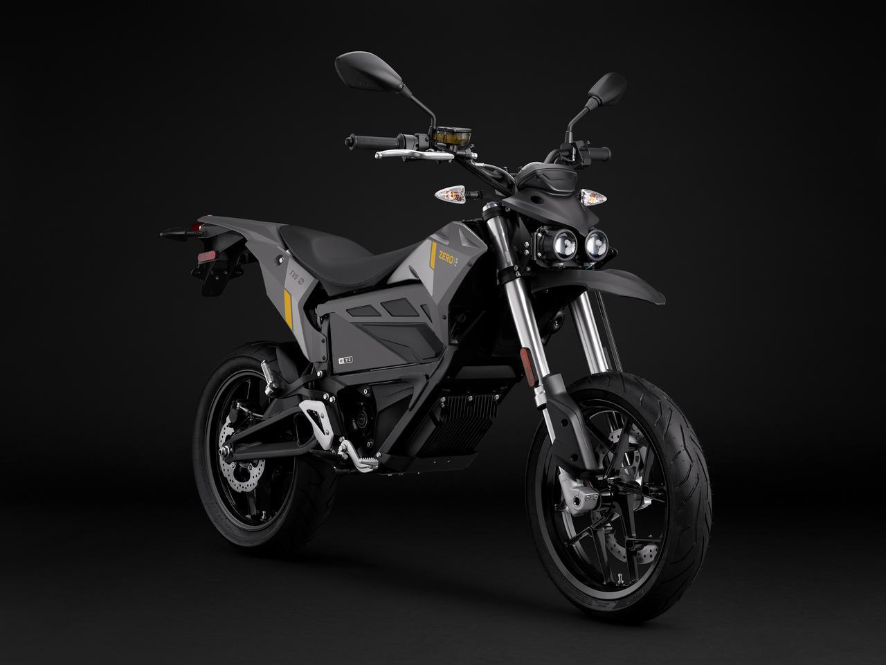 画像: オフロードモデルのFX用プラットフォームを使ったモタードモデルのFXSは、軽量車体と力強いモーターにより、軽快な走りが楽しめる1台。運転に必要なライセンスは、AT含む普通自動二輪免許です。 www.rental819.com