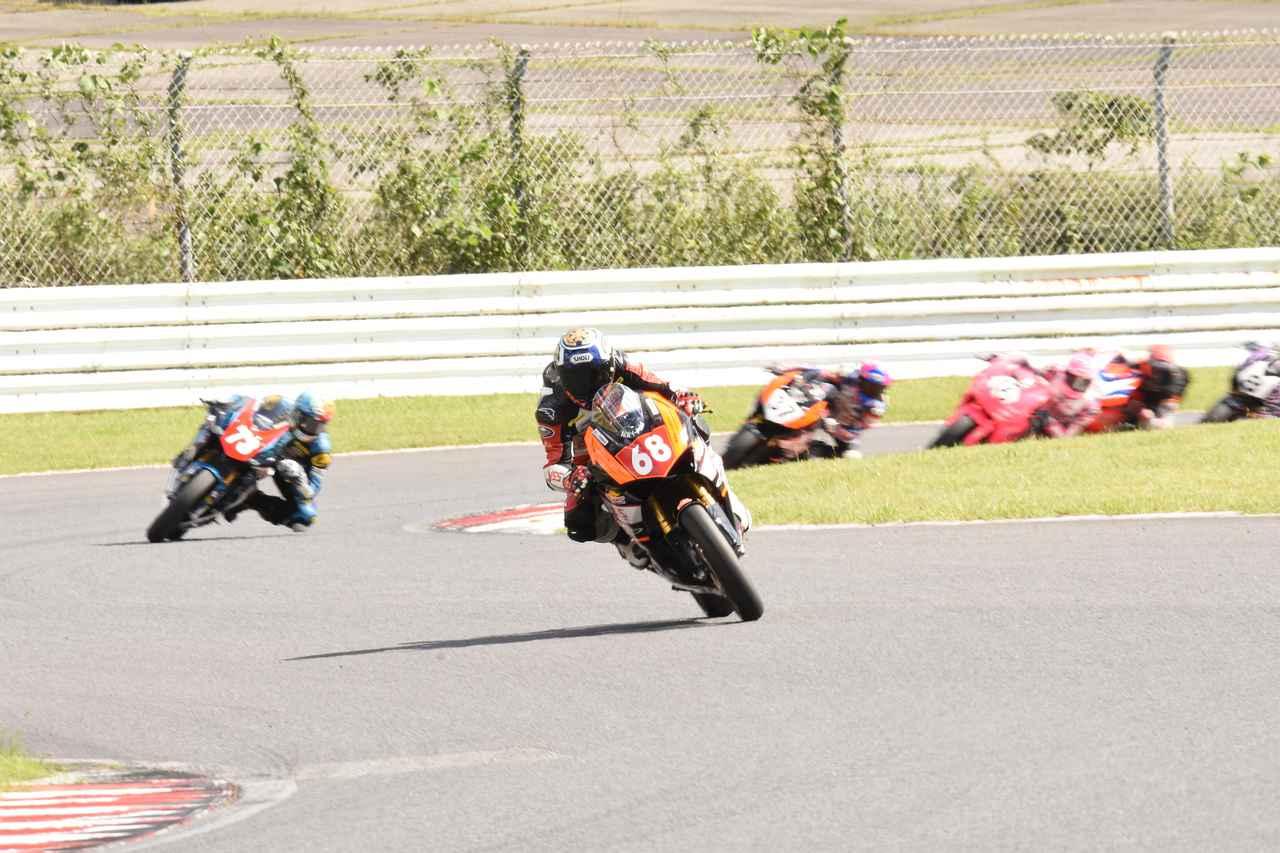 画像: オープニングラップ、コース終盤ではもうこの差 しかしこの後、#68篠崎を#73中村が追いかけます