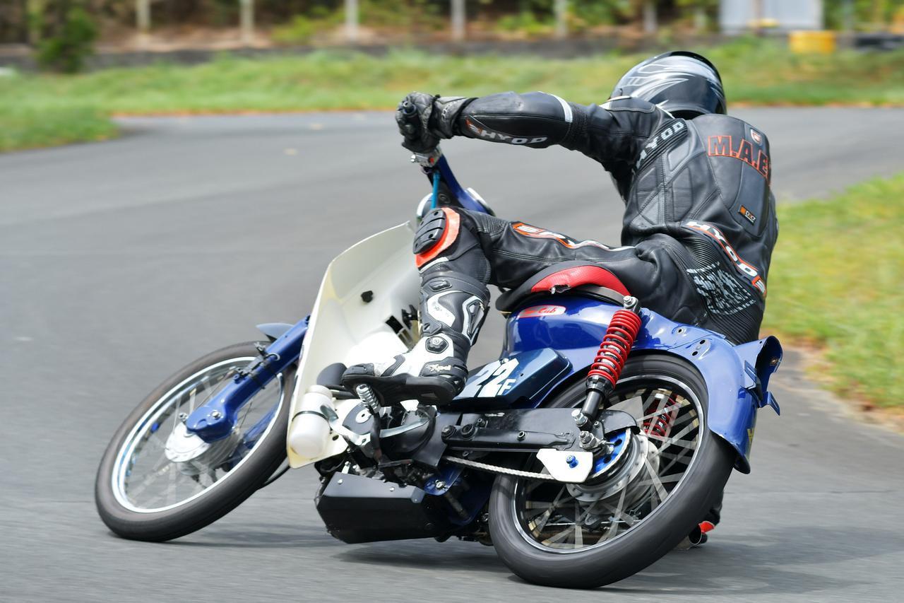 画像: スーパーカブを上手に走らせるコツを、カブレースのスペシャリストに教えてもらった。ライテク・オンロード編 - webオートバイ