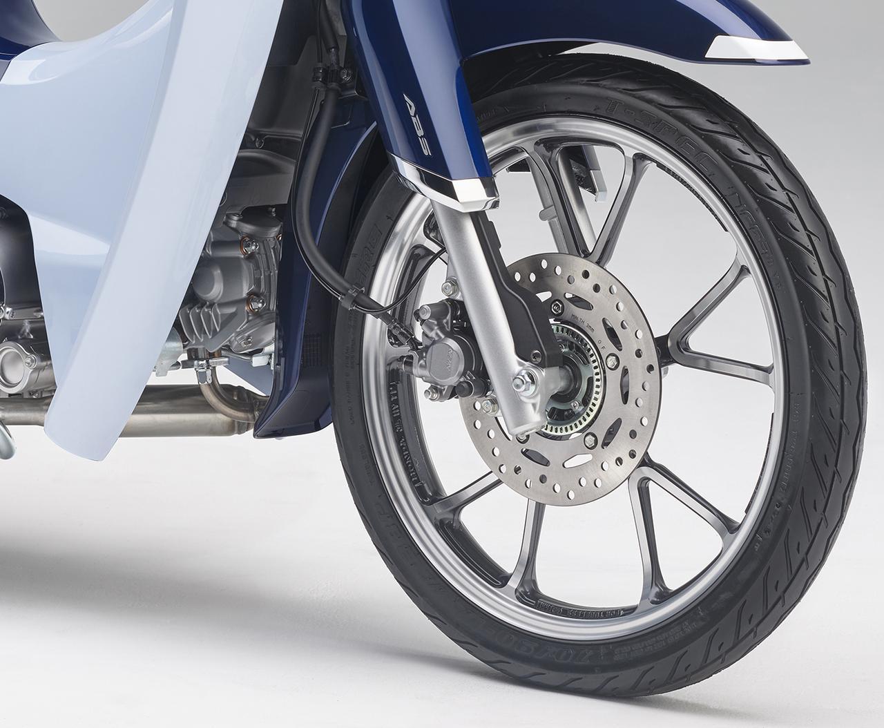 画像: 新型はフロントブレーキのABSを標準装備!