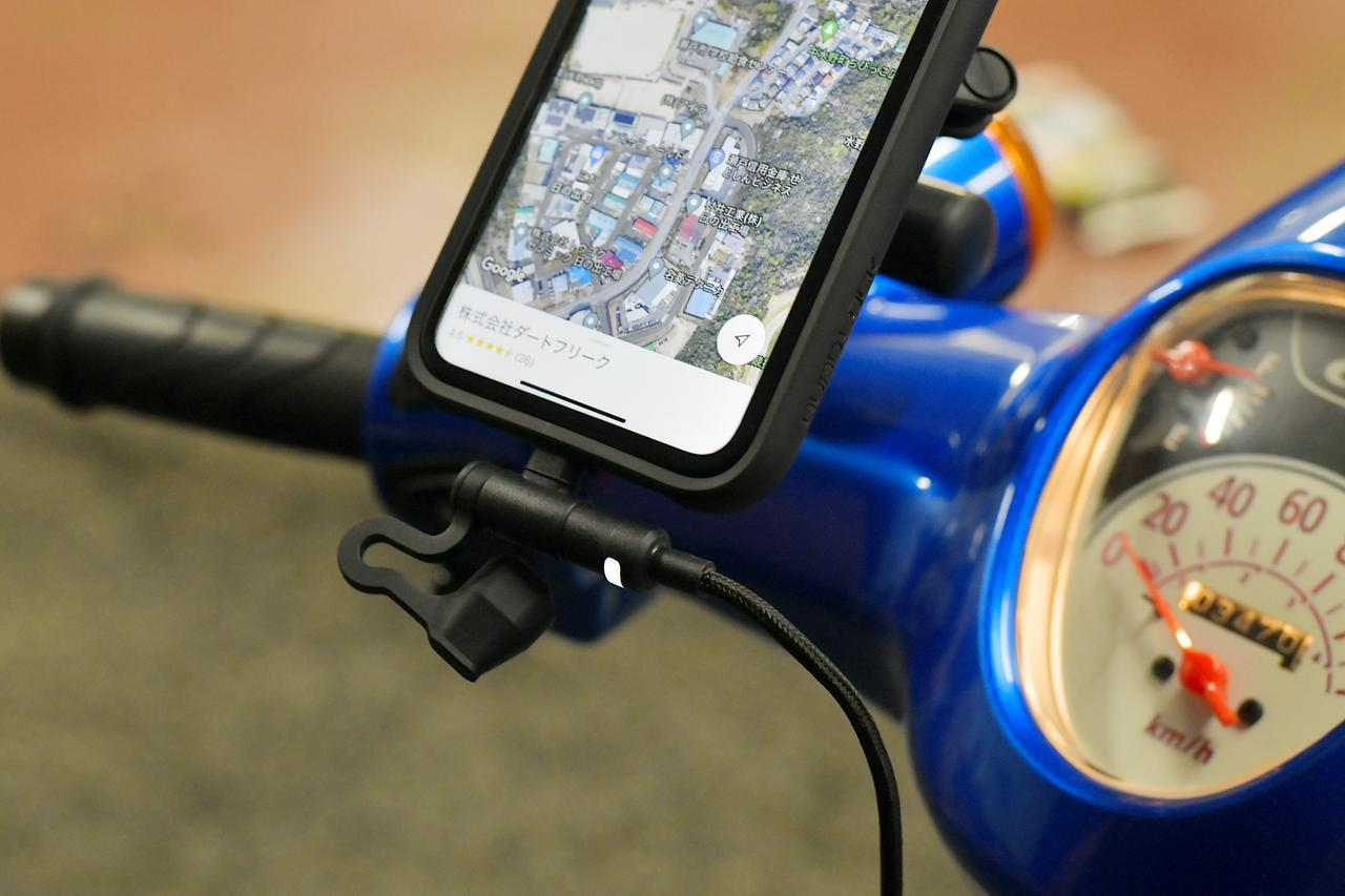 画像1: バイク専用電源 Lightningをスーパーカブ110(JA44)に装着したらこんな感じ