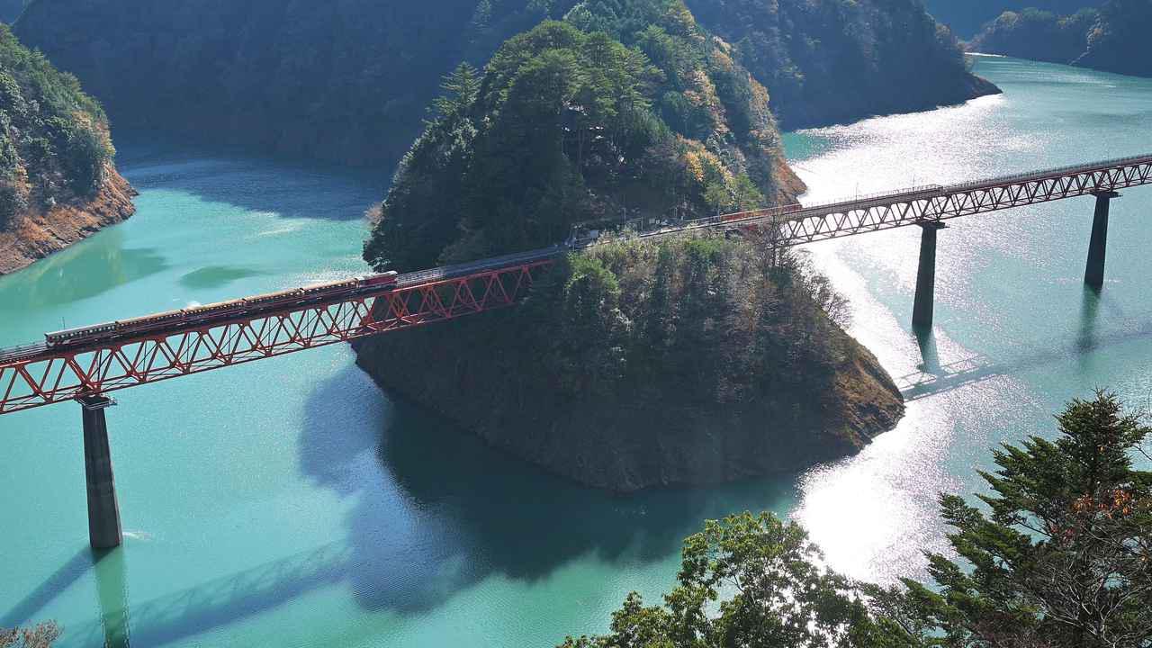 画像1: 吊り橋をバイクで渡る、その感覚はまるで空中浮遊!? 山深き大井川上流部を巡る〈関野温の絶景もとめて撮影旅 Vol.3〉【静岡県】
