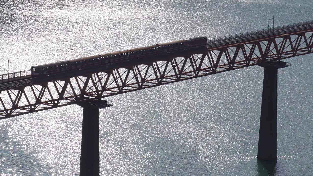 画像2: 吊り橋をバイクで渡る、その感覚はまるで空中浮遊!? 山深き大井川上流部を巡る〈関野温の絶景もとめて撮影旅 Vol.3〉【静岡県】