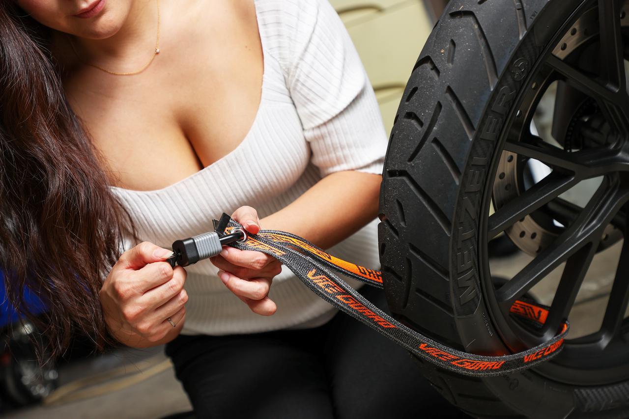 画像: 携行性抜群のバイク盗難対策アイテム|軽量・強靭なポータブルロック ミツバサンコーワ「バイスガード エア」 - webオートバイ