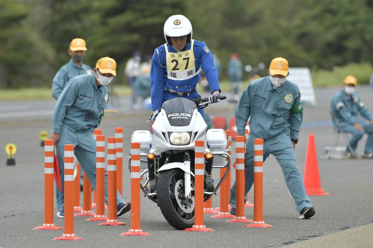 画像: [種目別 バランス走行操縦競技] 1位:福岡県警察 箭野良太選手