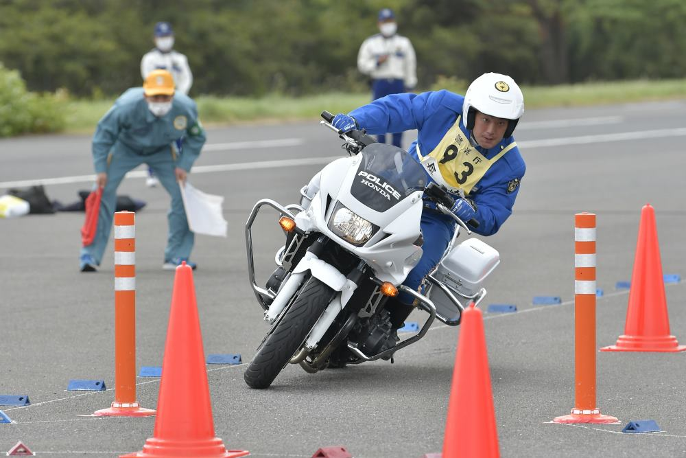 画像: [種目別 バランス走行操縦競技] 3位:長崎県警察 永尾貴幸選手