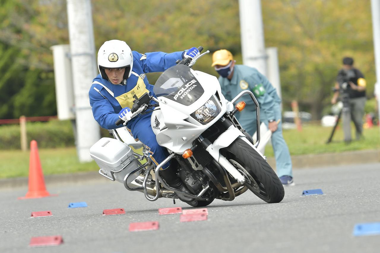 画像: [傾斜走行操縦競技 男性の部]1位:警視庁 藤本陵汰 選手
