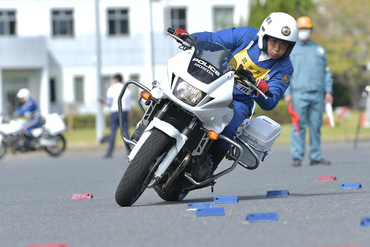 画像: [傾斜走行操縦競技 男性の部]2位:神奈川県警察 大島佳之 選手