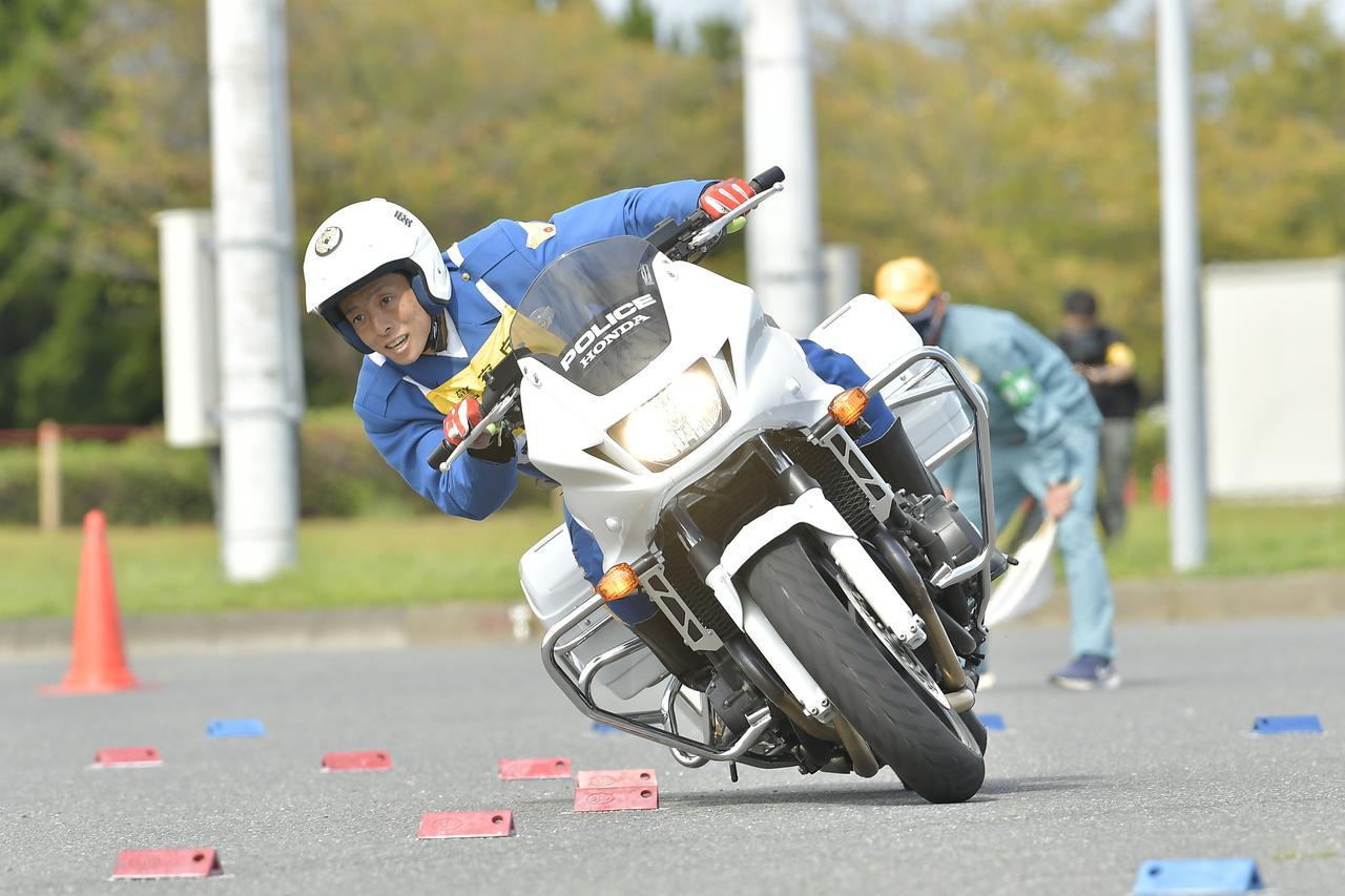 画像: [傾斜走行操縦競技 男性の部]3位:愛知県警察 関 憲貴 選手