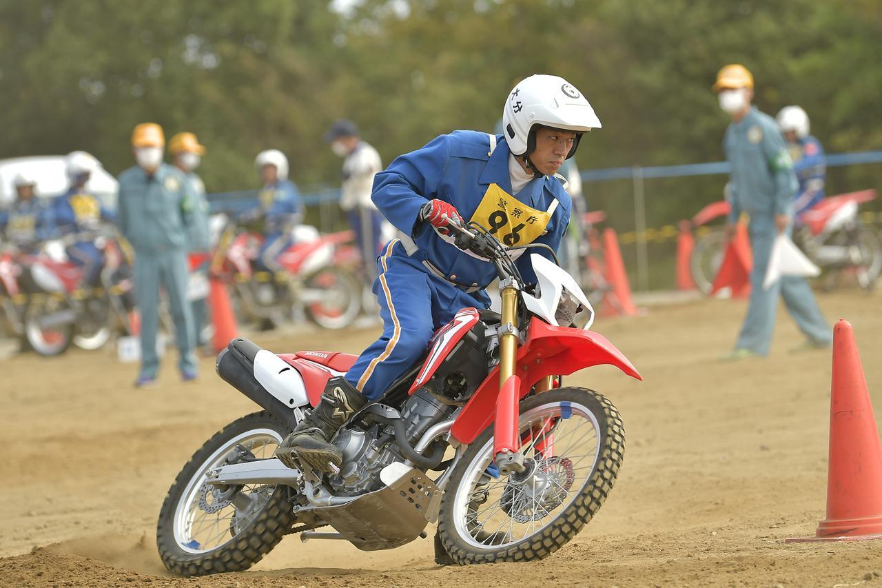 画像: [不整地走行操縦競技]2位:大分県警察 椿本 陸 選手