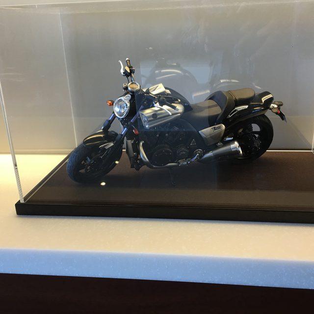 画像: ヤマハ発動機(株)東京オフィスに飾られているのはVmaxの模型