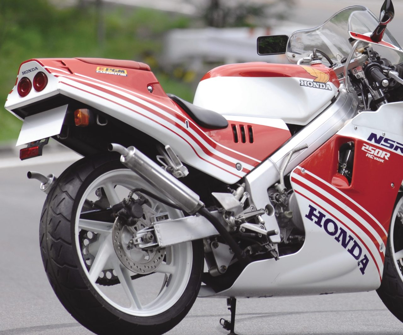 """画像: トーマスの【カネがあったら攻めたい!】HONDA""""ハチハチ""""NSR250R -『RIDE 16』Vol.02 - LAWRENCE(ロレンス) - Motorcycle x Cars + α = Your Life."""