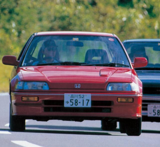 画像1: シビック4ドア36i VS スプリンターGT 大きく異なった2台の走り性格