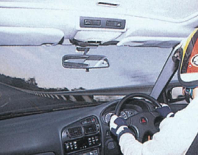 画像: 【ミラージュスーパーR】●トップスピードでの安定感は、短いホイールベースを感じさせない。前方視野も良好だった。 www.motormagazine.co.jp