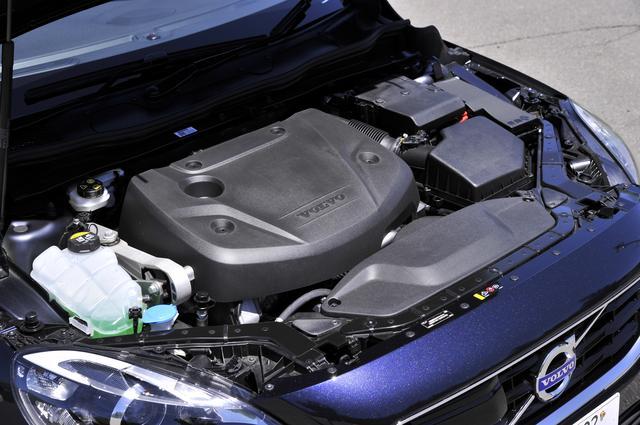"""画像: ガソリンエンジンとの共用&類似部品を使い""""ディーゼルの重さ""""というネガを最小限にしたD4エンジン。"""