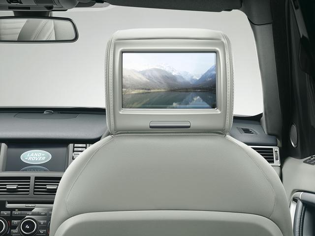 画像: 8インチスクリーンを備えるリアエンターテイメントシステム。