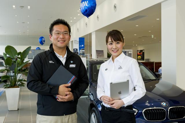 画像: 左はBMW大阪 千里支店 BMWジーニアス 谷浦弘章さん、右はBMW大阪 鶴見城東支店 BMWジーニアス 川島千鶴さん。