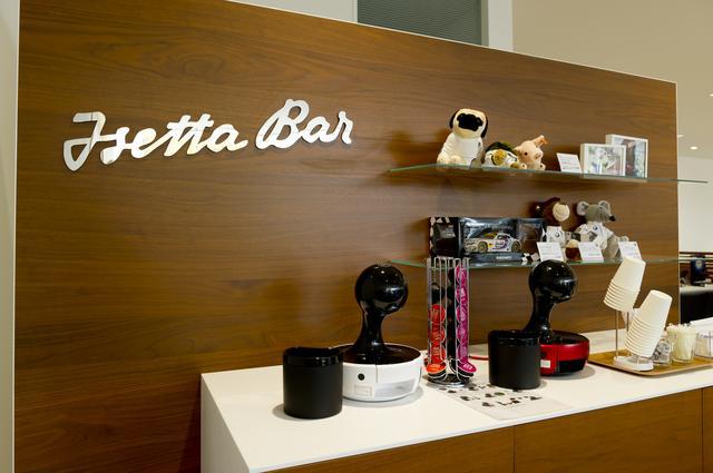 画像: BMW大阪 千里支店に備えられている「イセッタバー」。この拠点ではこうしたサービスも充実している。